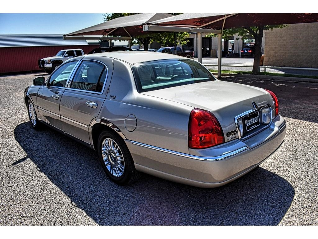 texas auto guide 2011 lincoln town car signature limited. Black Bedroom Furniture Sets. Home Design Ideas